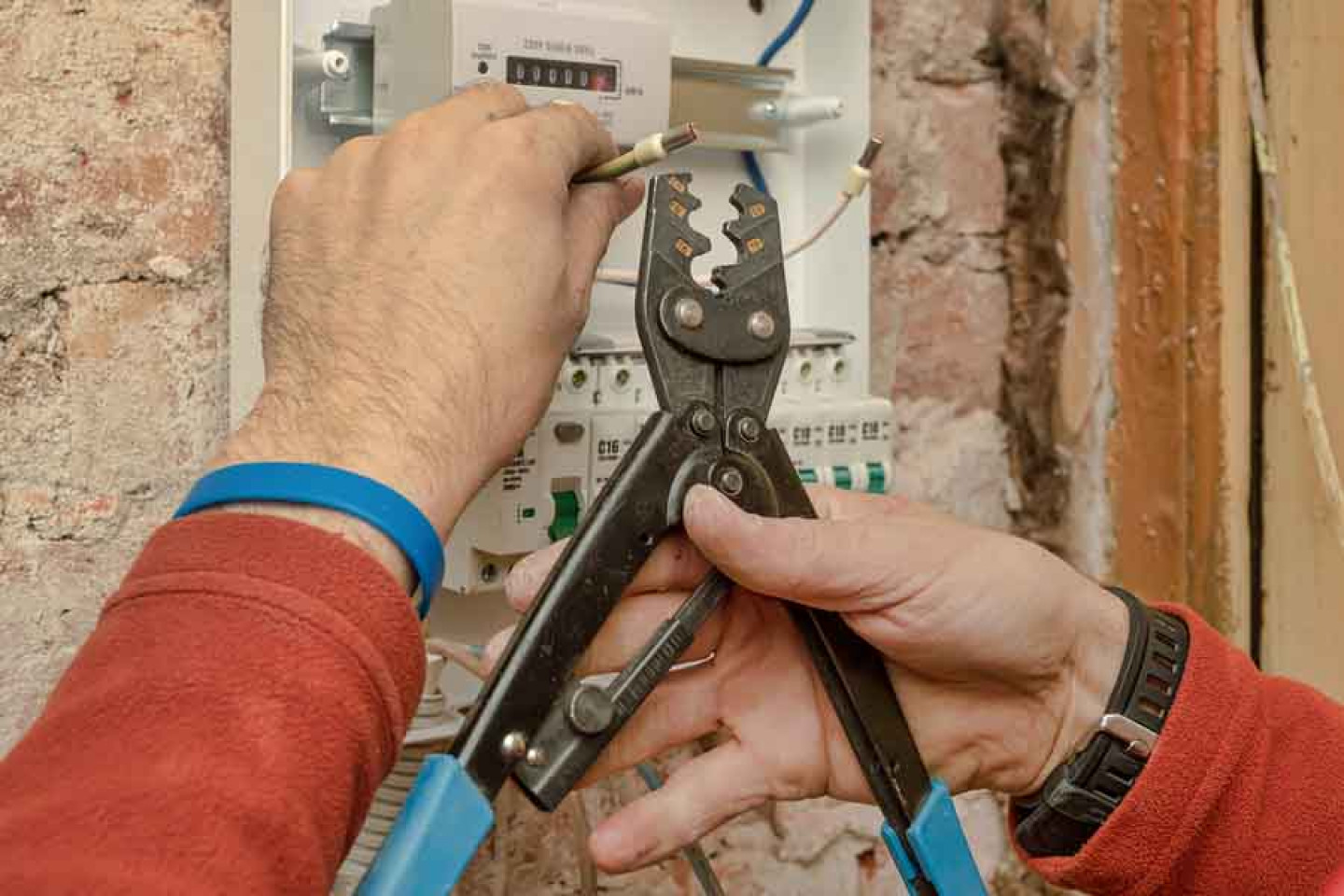 Connect With a Full-Service Electrician